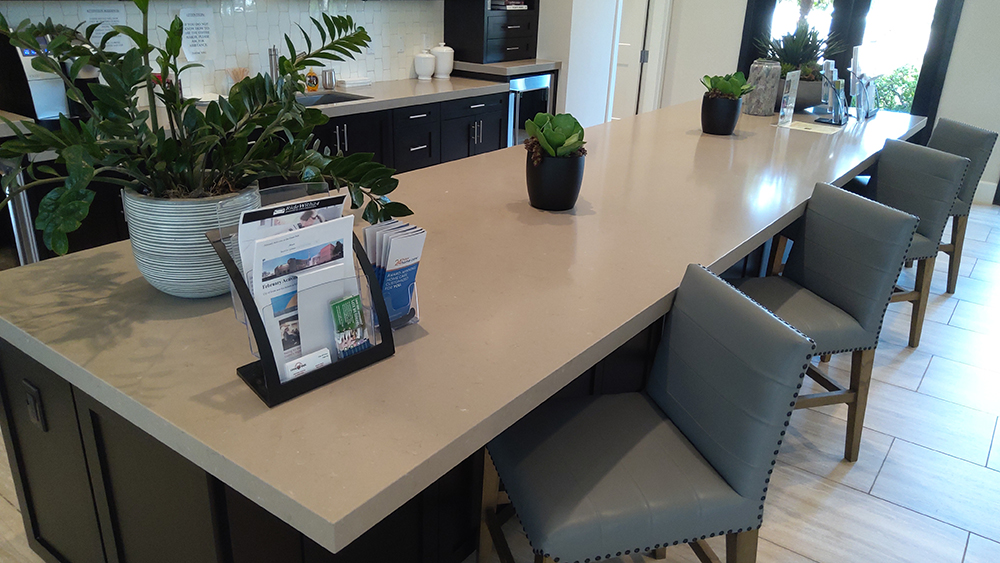common area countertop space with stools and kitchenette area